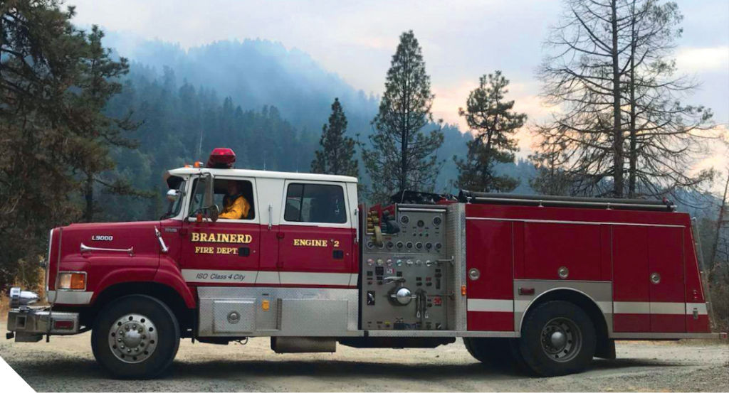 Brainerd fire truck in Oregon mountains with smoke in the air.